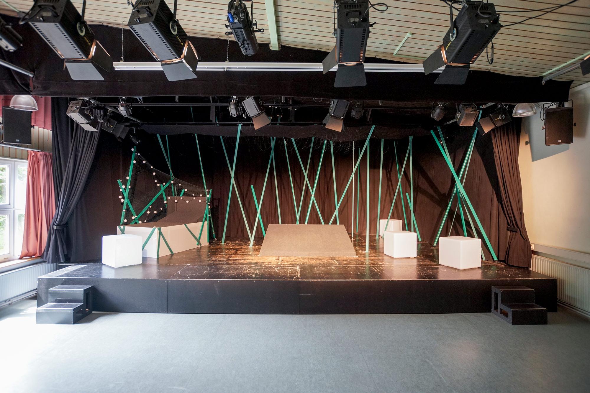 Unser Theatersaal ist eine voll ausgestattete Kleinbühne