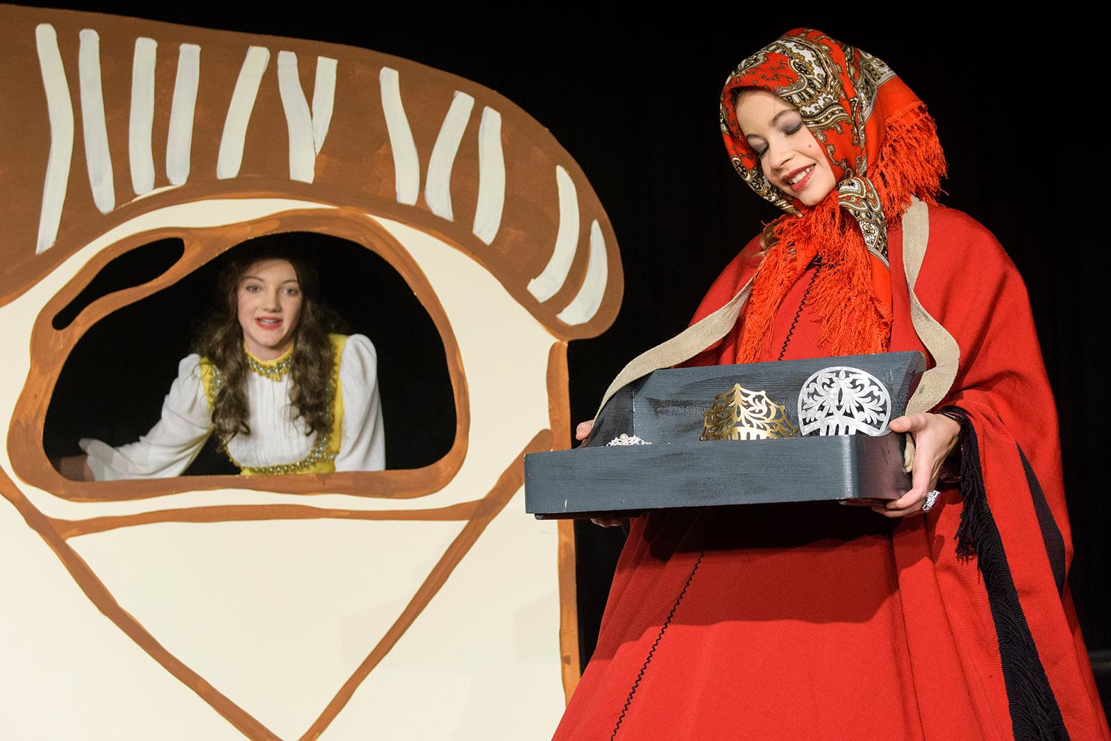 theater im enovum in Lüneburg Generalprobe für das Theaterstück Schneewittchen