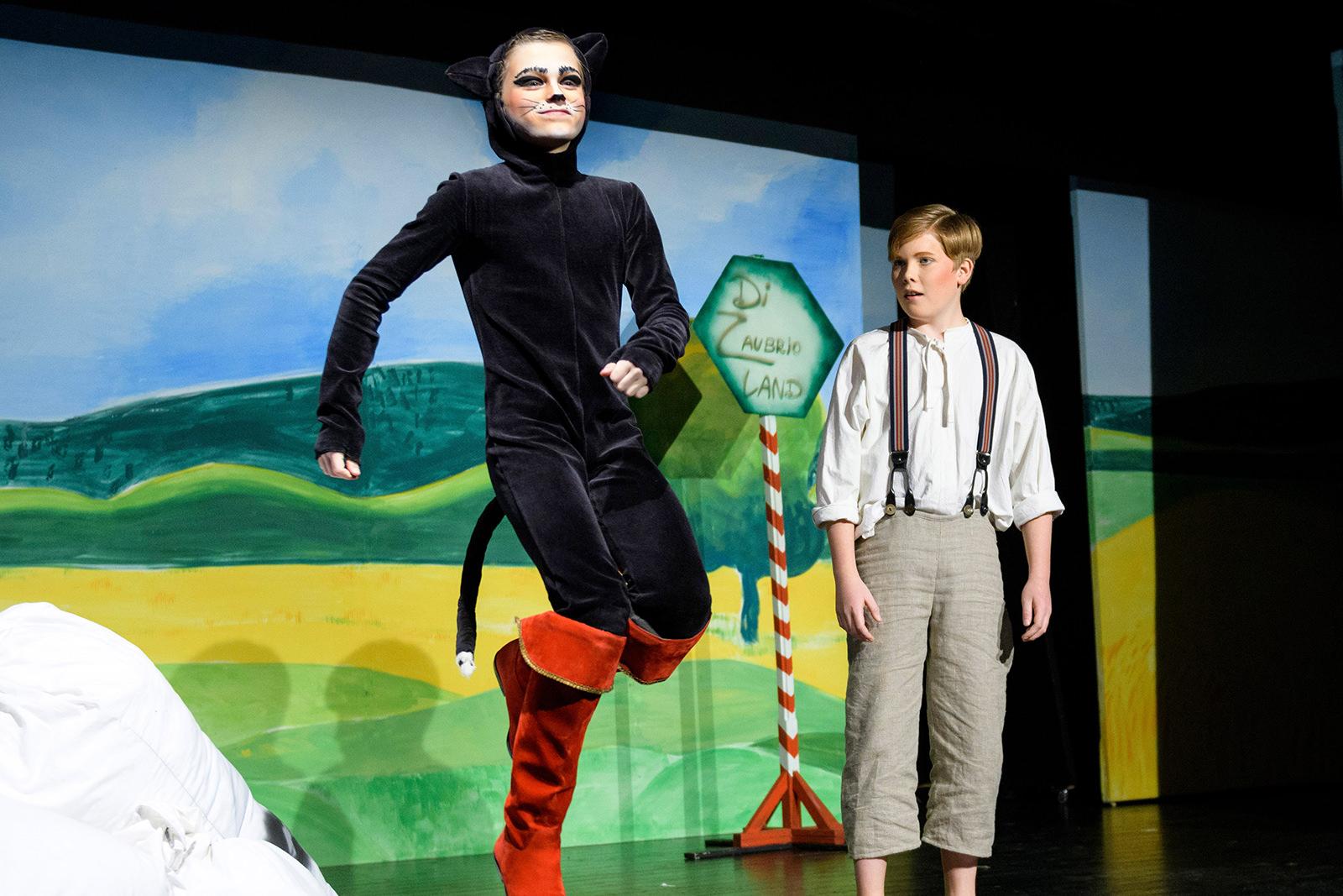 theater im enovum in Lüneburg Aufführung Der gestiefelte Kater