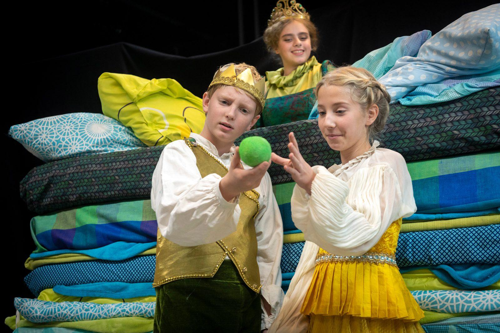 Ankündigung - Weihnachtsmärchen 2019 am theater im e.novum - Prinzessin auf der Erbse